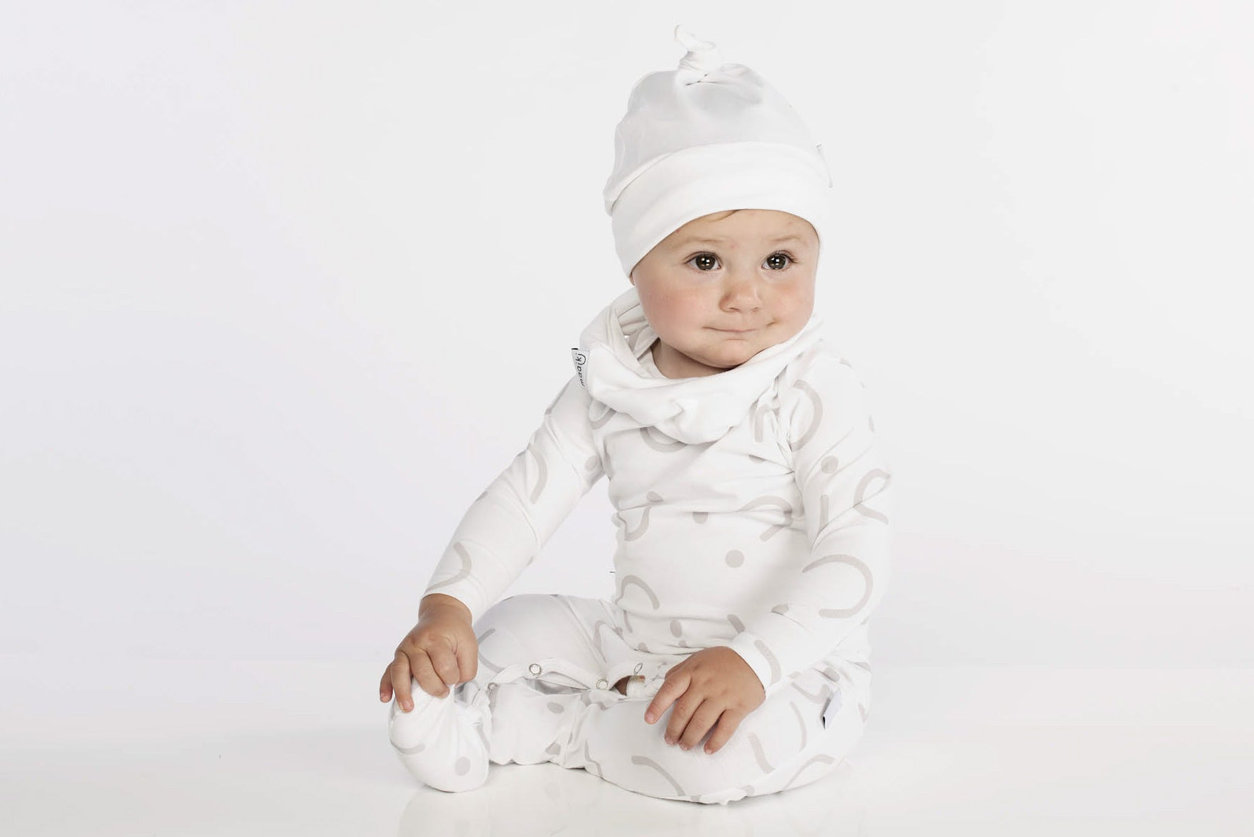 basic babygrow in white with pattern, white beanie and white snood