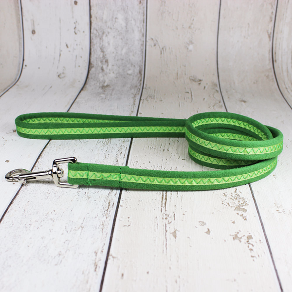 Oscar and Hooch Green Dog Lead