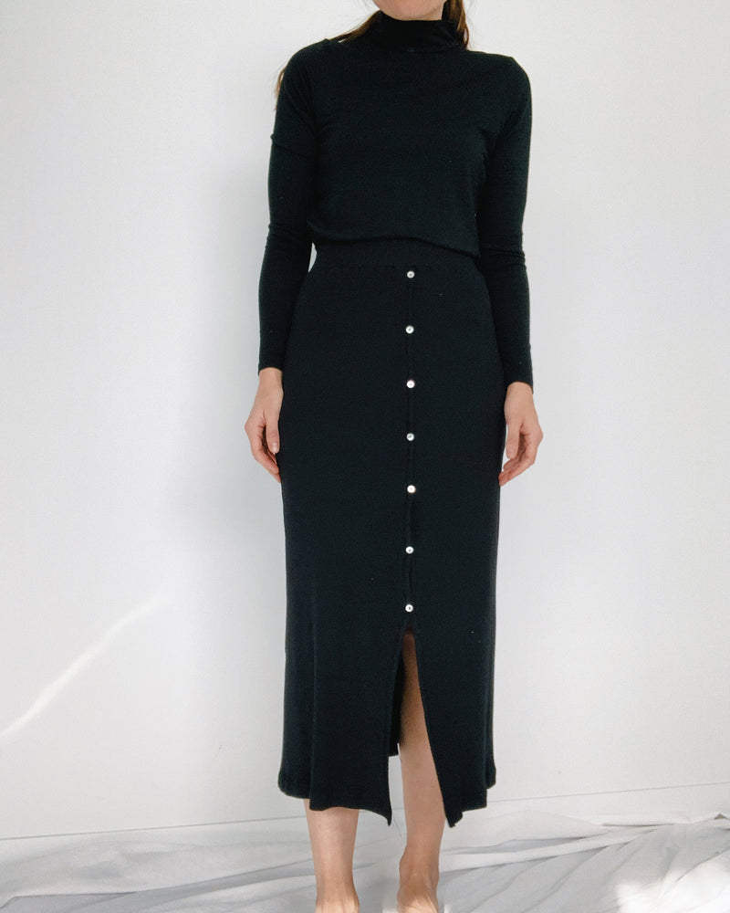 woman wearing cotton rib skirt with buttons black