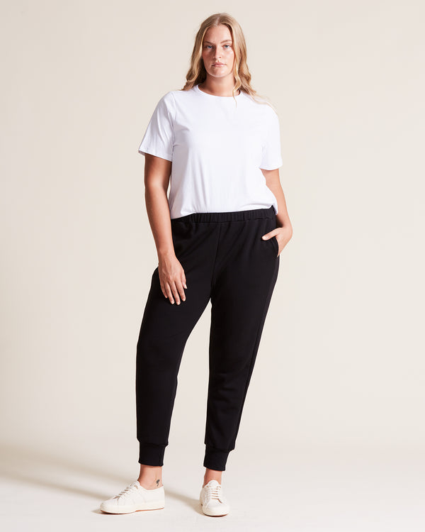woman wearing merino wool sweatpants black