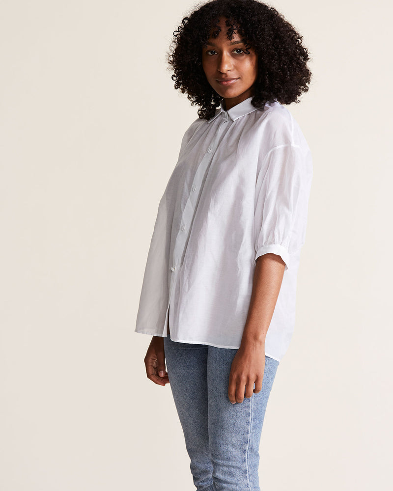 woman wearing short sleeve white blouse