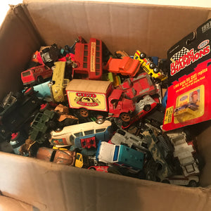Lot of Used Vintage Diecast Small Cars Trucks Matchbox Hot Wheels Tootsy Corgi