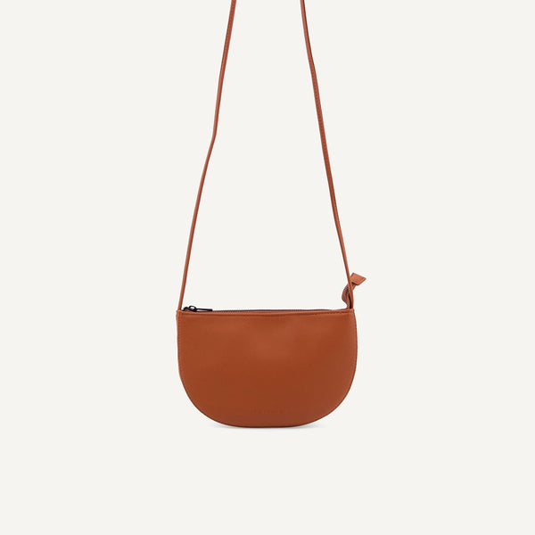 Farou half moon bag burnt orange | Monk and Anna