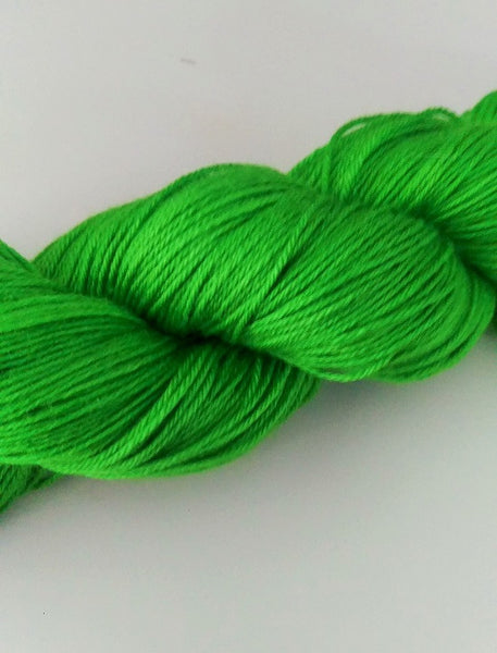 Superwash Merino / Silk, 4 ply (fingering/sock), 100g - Green Apple