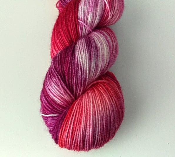 Superwash Bluefaced Leicester, 4 ply, 100g - Mixed Berries & Cream