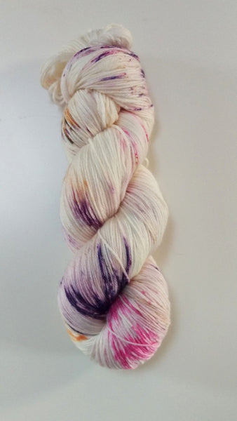 Superwash Merino / Bamboo, 4 ply, 100g - Raspberry Roulade