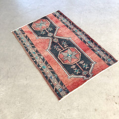 Enes | Vintage Oushak Rug Red an Black
