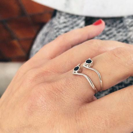 SILVER BOHO RING WITH BLACK SPINEL