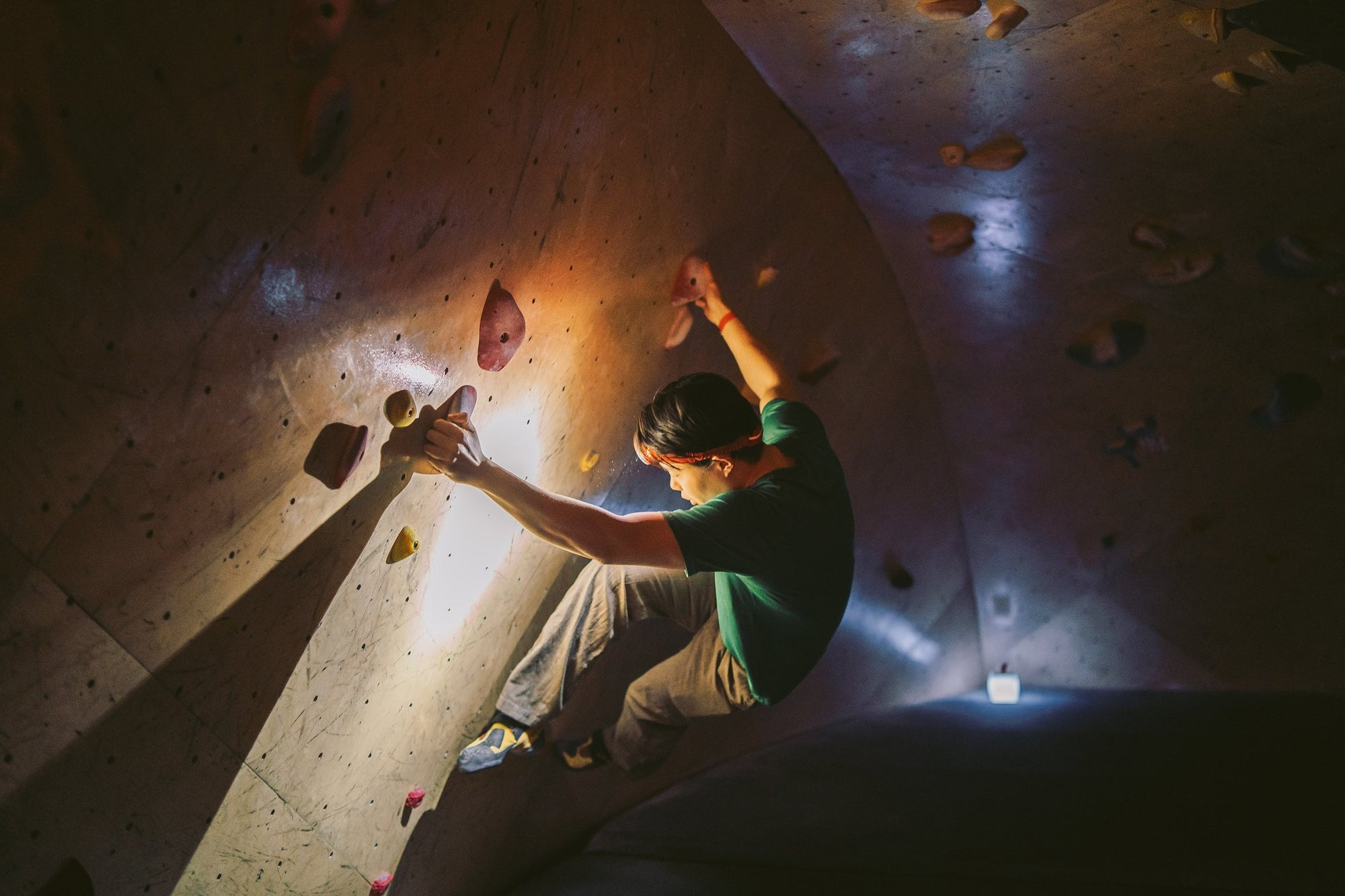Brooklyn Boulders Climbs the Night with LuminAID-LuminAID