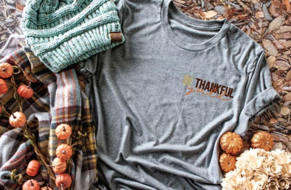"(1) Short sleeve shirt ""Be Thankful Y'all"" (accessories in the photo are not included)."