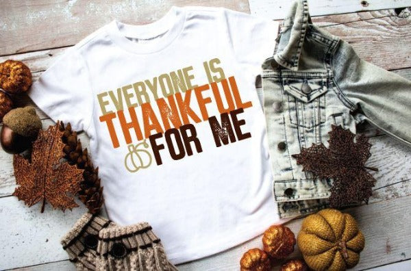 "White short sleeve shirt ""Everyone Is Thankful For Me"" (accessories in the photo are not included)"