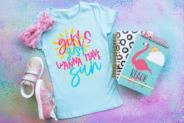 "(1) Short sleeve shirt ""Girls Just Wanna Have Sun"" (accessories in the photo are not included)"