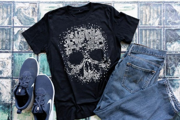 "(1) Short sleeve shirt ""Skull"" (accessories in the photo are not included)."