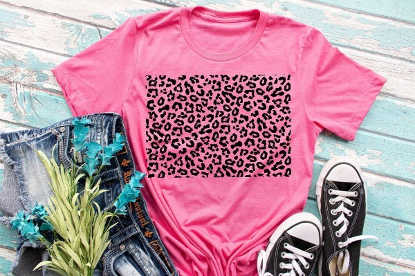 "(1) Short sleeve shirt ""Leopard Print Square"" (accessories in the photo are not included)."