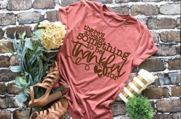 "(1) Short sleeve shirt ""There Is Always Something To Be Thankful For"" (accessories in the photo are not included)."
