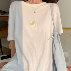 daisy embroidery t-shirt boogzel apparel