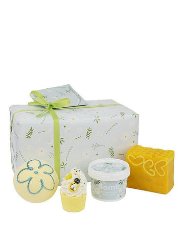 Bomb Cosmetics Mellow Meadows Giftset - Candle Co Winchester