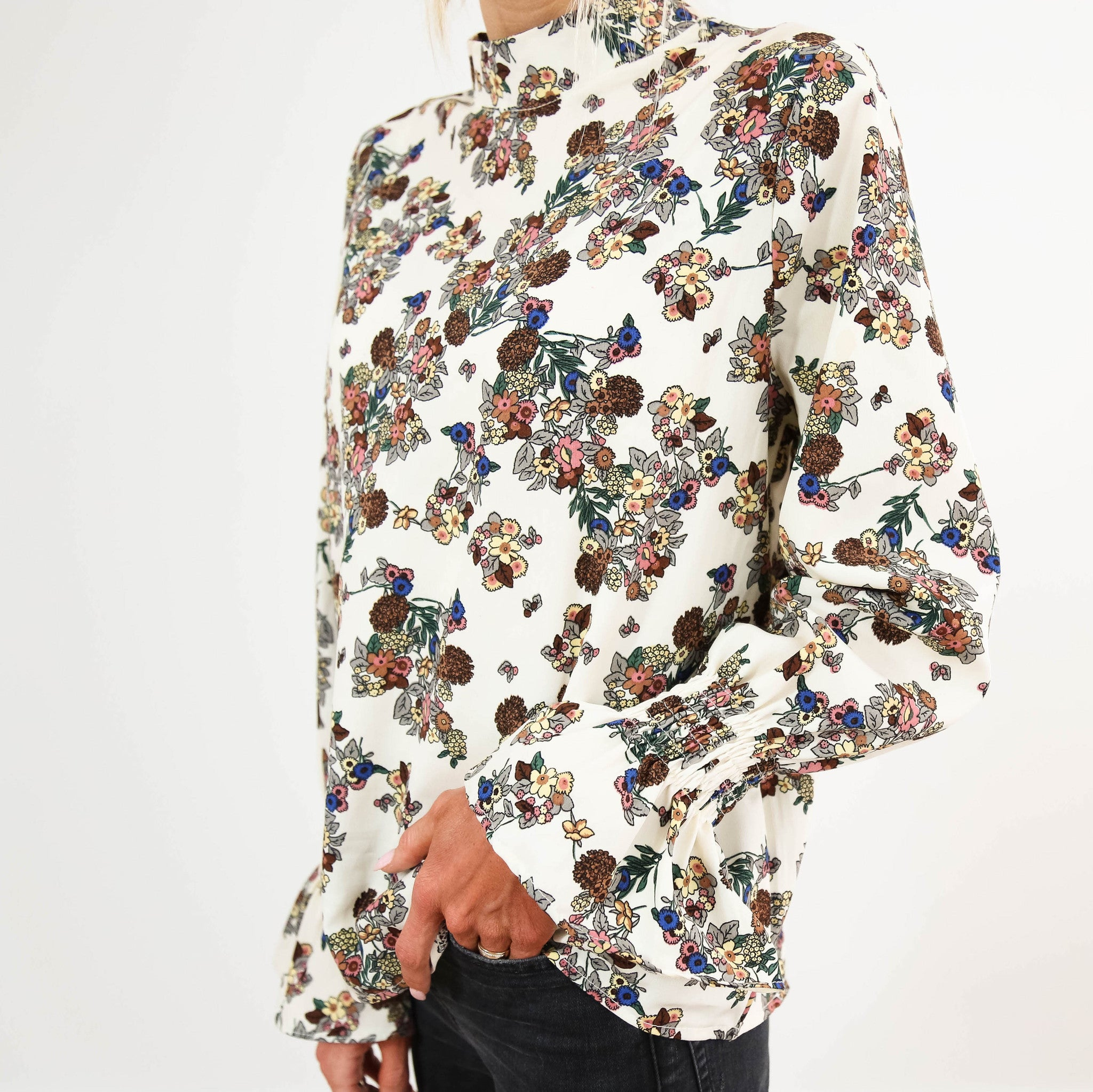 Carly Floral Top in Cream