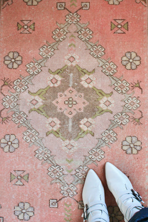 "Load image into Gallery viewer, Turkish Accent Rug 2'3"" x 4'1"""