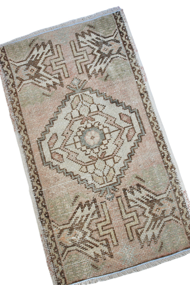 "Load image into Gallery viewer, TURKISH MINI RUG 1'6"" x 2'9"" FT"