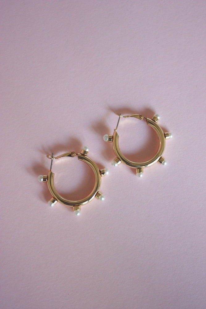 Load image into Gallery viewer, Khloe Pearl Hoops