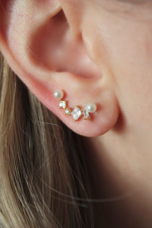 Load image into Gallery viewer, Crystal Pearl Ear Climber