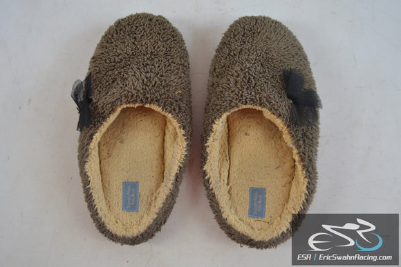 Simply Vera Vera Wang Women's Grey / Tan Slippers Large US Size 8-9