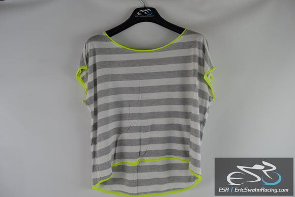 One Clothing Women's Striped Grey White Yellow Top Blouse Size Medium