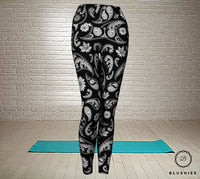 Teardrop Shaped Black Printed Bandana Legging