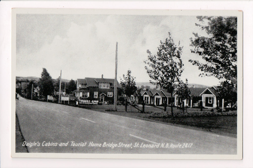 Canada - St Leonard, NB - Daigles Cabins on Bridge St postcard - w03945