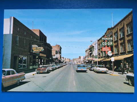 Canada - Swift Current, SK - Main Street, signs, old cars - MA0232