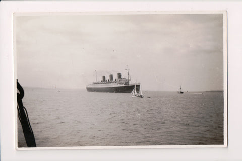 Ship Postcard - QUEEN MARY with 3 funnels - RPPC - FF0036