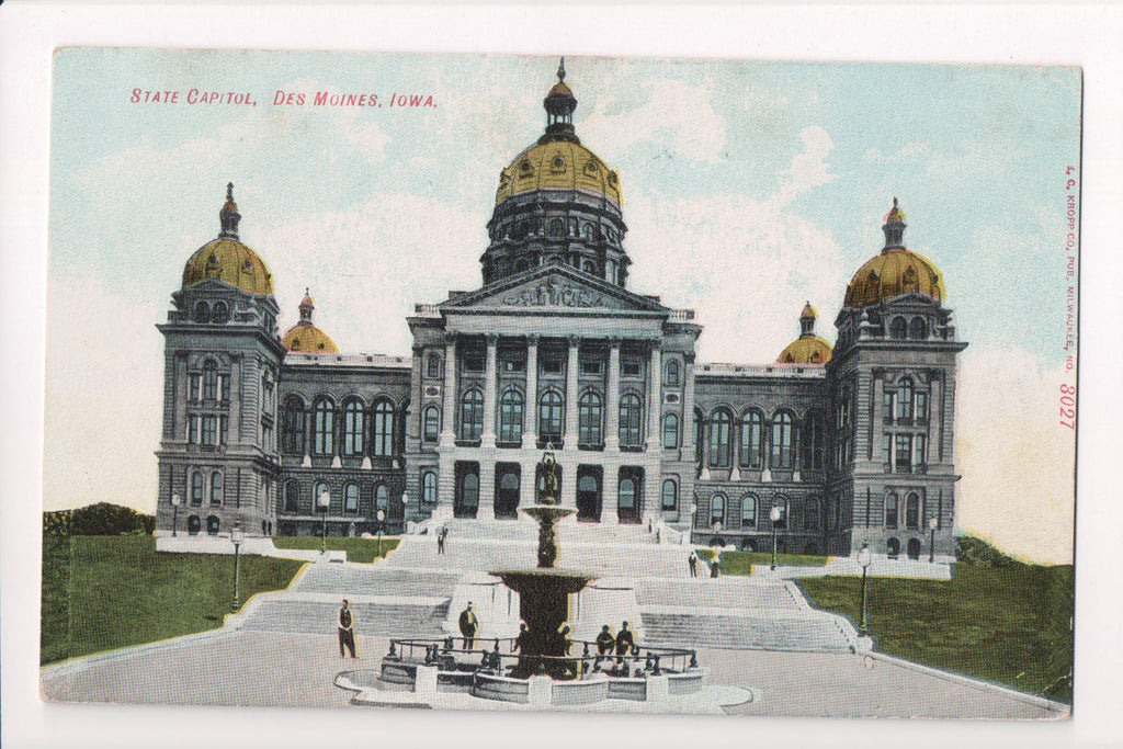 IA, Des Moines - State Capitol, fountain, people - w00851