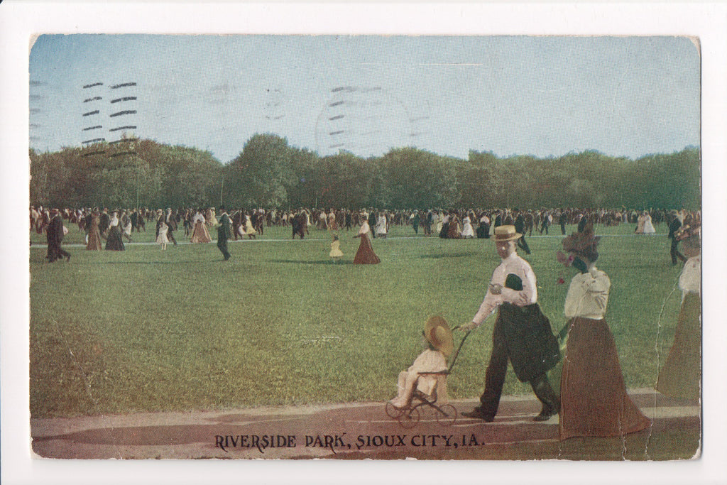 IA, Sioux City - Riverside Park - baby stroller, people - J03196