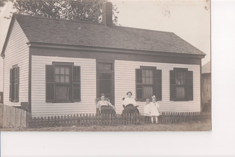 IL, Beardstown - House with people out front, 1909 RPPC - SL2214