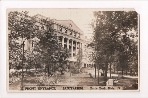 MI, Battle Creek - Sanitarium, front entrance - RPPC - B06074