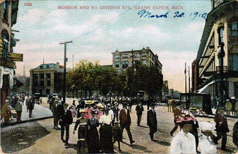 MI, Grand Rapids - Monroe and So Division Streets postcard - E09138