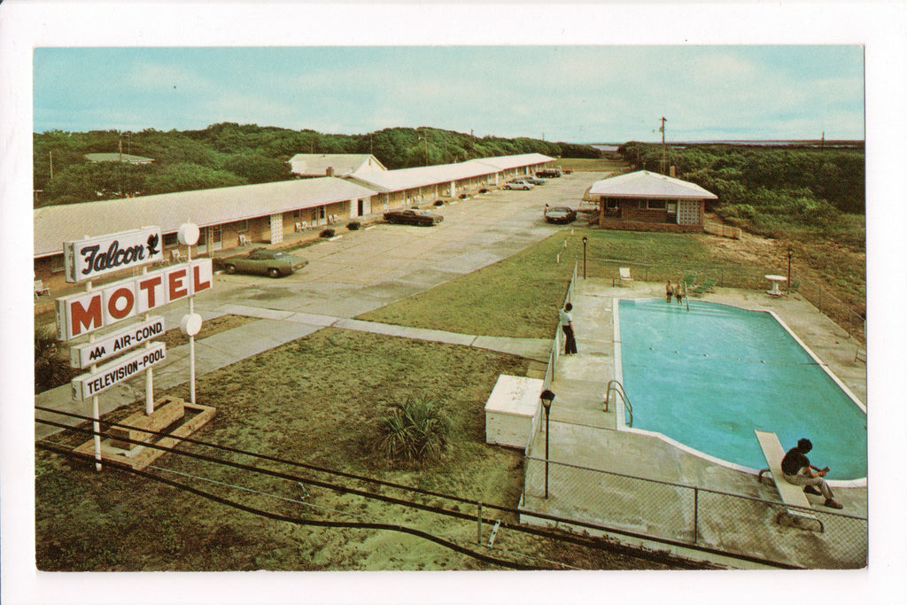 NC, Buxton - Falcon Motel, hosts Mr and Mrs Isaac Jennette - A06716