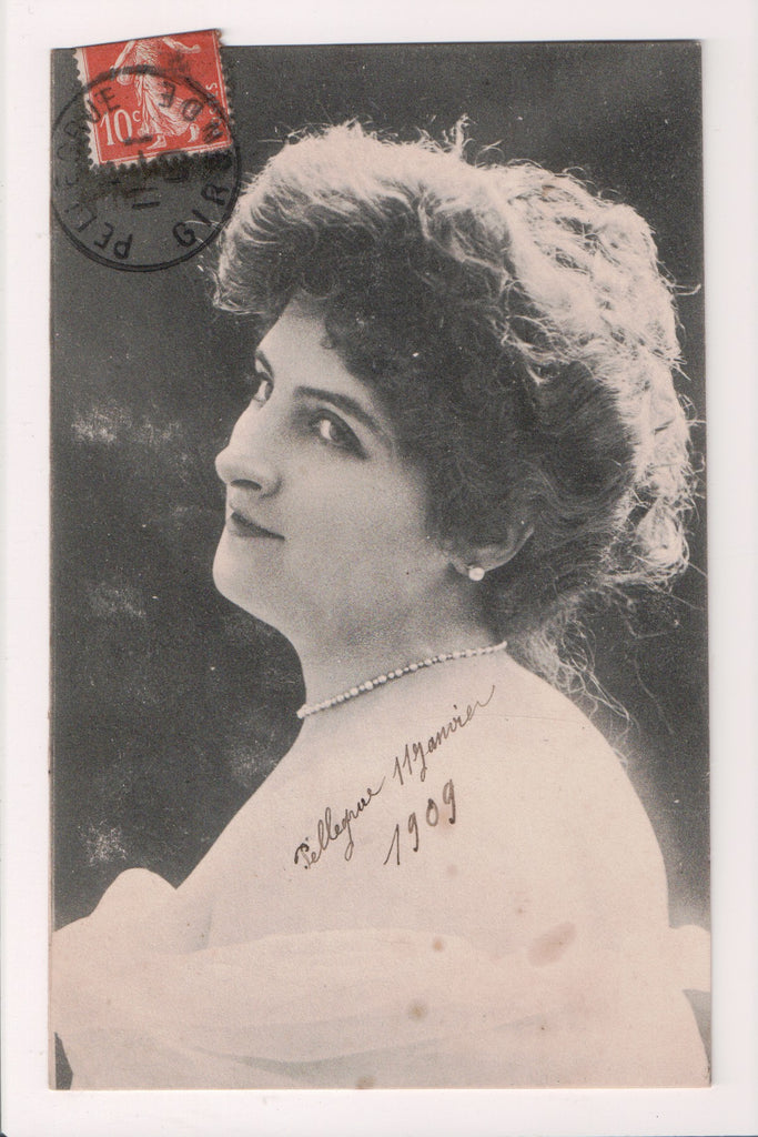 People - Female postcard - Pretty Woman - lady in pearls - NL0209