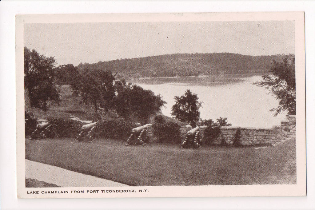NY, Fort Ticonderoga - Canons aimed at Lake Champlain - NL0121