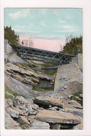 NY, Lewiston - view along Great Gorge near (Niagara Falls) - bridge - G17105