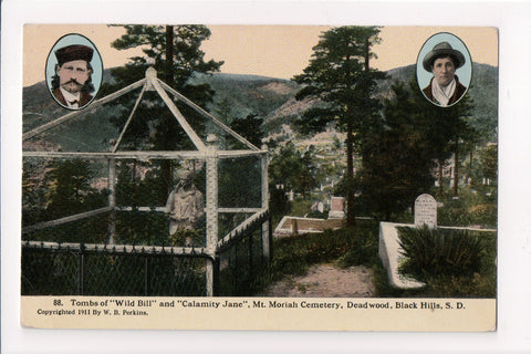 SD, Deadwood - Tombs of WILD BILL and CALAMITY JANE postcard - 801037