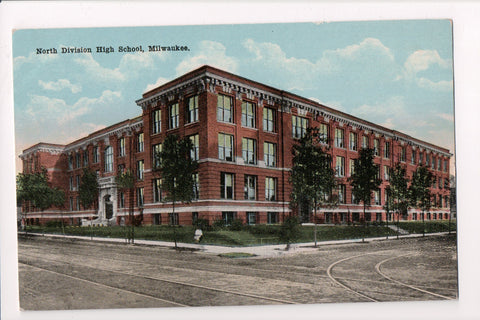 WI, Milwaukee - North Division High School postcard - A09020