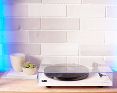 Pro-Ject Debut Carbon turntable - White