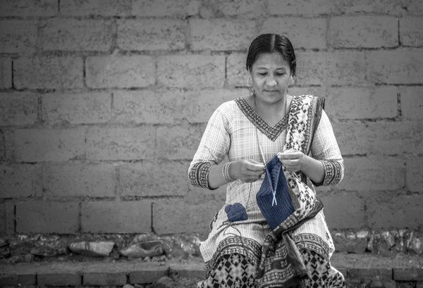 Slow fashion from Nepal, knitting merino accessories