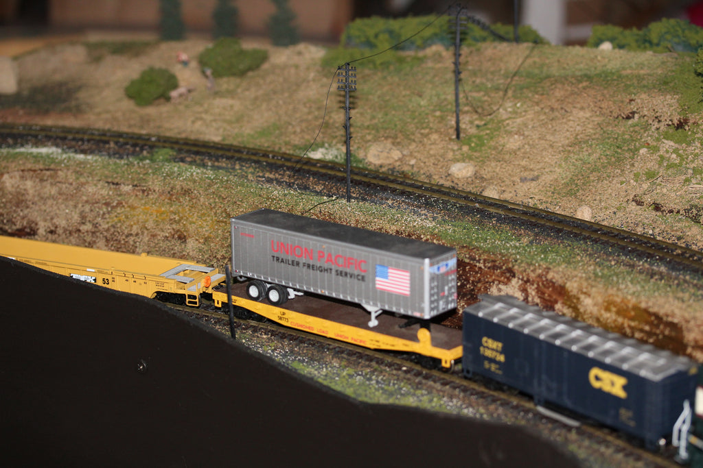 Train travelling through - Hobby Hunter Railroad Modelling