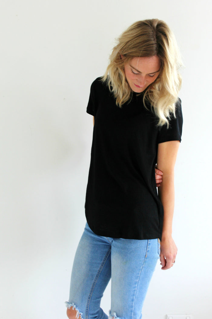 Womens Basic Tee Essential black tee