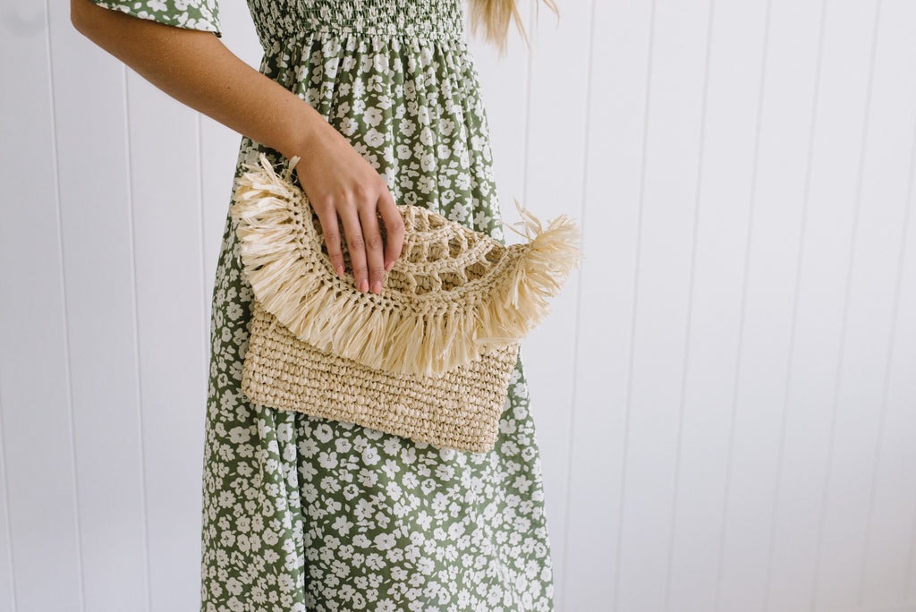 Bay Straw Clutch