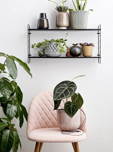 shelf metal black two shelfs on the wall simple decorative practical seinale riiul must metall puit kaks riiulit lihtne praktiline