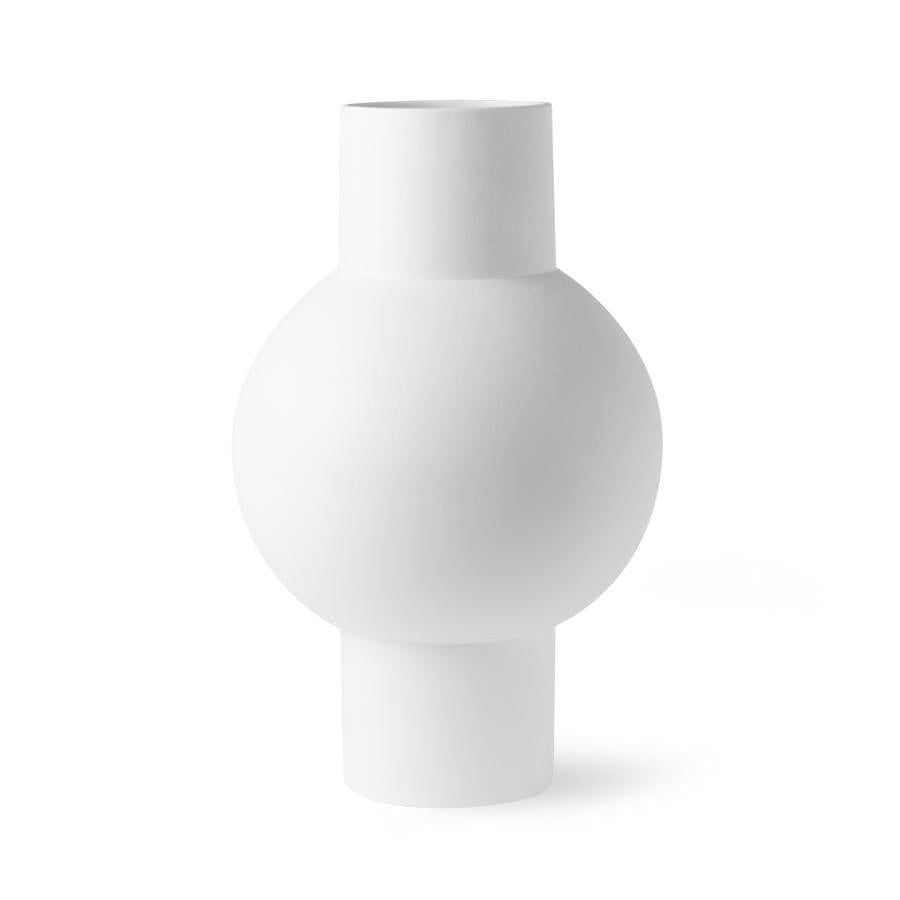 white matt vase beautiful shape made of earthenware matt engobe finish  modern kaunis vaas moderne valge matt glasuuritud dekoratiivne deco